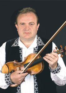 """Ovidiu Barteș este angajat dirijor al Orchestrei de muzică populară a Ansamblului """"Cununa Transilvană"""""""